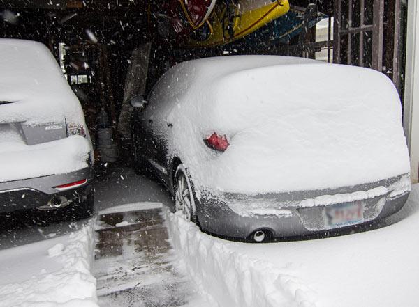W-Egils'-snowy-car